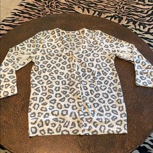 Grey and white leopard 3/4 sleeve button cardigan!